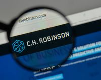 Milan, Italie - 10 août 2017 : C H Logo de Robinson Worldwide dessus photographie stock