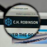 Milan, Italie - 10 août 2017 : C H Logo de Robinson Worldwide dessus photographie stock libre de droits