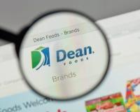 Milan, Italie - 10 août 2017 : Logo de doyen Foods sur le site Web h Images stock