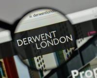 Milan, Italie - 10 août 2017 : Logo de PLC de Derwent Londres sur W photographie stock libre de droits