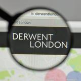 Milan, Italie - 10 août 2017 : Logo de PLC de Derwent Londres sur W images stock