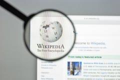 Milan, Italie - 10 août 2017 : Page d'accueil de site Web de Wikipedia Il I photographie stock libre de droits