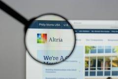 Milan, Italie - 10 août 2017 : Site Web de groupe d'Altria C'est A Images stock