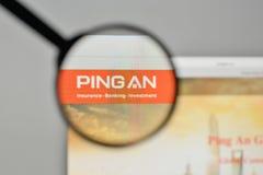 Milan, Italie - 1er novembre 2017 : Logo de Ping An Insurance sur W Photos libres de droits