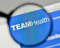 Milan, Italie - 1er novembre 2017 : Logo de Team Health Holdings sur le Th Images stock