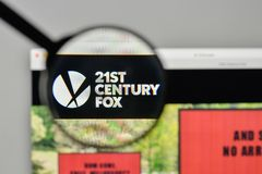 Milan, Italie - 1er novembre 2017 : Logo du 21ème siècle de Fox sur nous Image stock