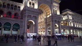 Milan, Italie -12 03 2019 : galerie de achat c?l?bre de duomo de ville de Milan, galerie de Vittorio Emanuele II la nuit banque de vidéos