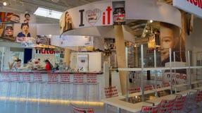 Milan, Italie, le 25 juin 2015 : intérieur d'un espace exclusif de message publicitaire de chocolat de Nutella Nutella est la mar Image stock