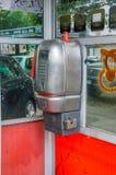 Milan, Italie - 29 mai 2018 : Téléphone dans la cabine téléphonique photographie stock libre de droits