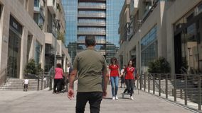 Milan, Italie - mai 2016 : Tour d'Unicredit vue de Corso Como banque de vidéos
