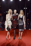 MILAN, ITALIE - 2 MARS : Eva Herzigova, Nadja Auermann et Claudia Schiffer assistent à la beauté extrême en partie de mode chez le Photos stock