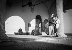 Milan, Italie - 23 mars 2016 : Jeunes dans la datation de couples d'amour dans Sf Photographie stock libre de droits