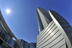 Milan, Italie, nouvelle tour de Porta Nuova dans la place de Gael Aulenti photographie stock libre de droits