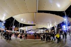 Milan, Italie - 20 octobre 2015 : Promenade de personnes sous le grand pavillon Photographie stock