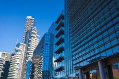 MILAN, ITALIE - 7 septembre 2016 : Façade de gratte-ciel Constructions de Berlin Silhouettes en verre modernes des gratte-ciel Image stock