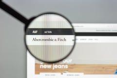 Milan Italien Augusti 10, 2017: Abercrombie websitehomepage Det a Arkivbilder