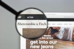 Milan Italien Augusti 10, 2017: Abercrombie websitehomepage Det a Royaltyfri Foto