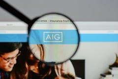 Milan Italien - Augusti 10, 2017: AIG websitehomepage Det är ett A Royaltyfri Bild