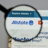 Milan Italien - Augusti 10, 2017: Allstate websitehomepage Det är Arkivfoto