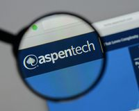 Milan Italien - Augusti 10, 2017: Aspen Technology logo på rengöringsduken arkivbilder