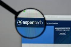 Milan Italien - Augusti 10, 2017: Aspen Technology logo på rengöringsduken royaltyfri fotografi