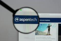 Milan Italien - Augusti 10, 2017: Aspen Technology logo på rengöringsduken arkivfoton