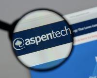 Milan Italien - Augusti 10, 2017: Aspen Technology logo på rengöringsduken fotografering för bildbyråer