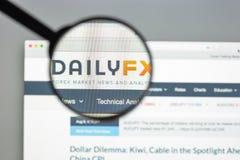 Milan Italien - Augusti 10, 2017: Dailyfx websitehomepage Det är Royaltyfria Foton