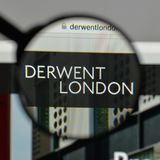 Milan Italien - Augusti 10, 2017: Derwent London PLC-logo på wen arkivfoton