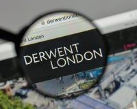 Milan Italien - Augusti 10, 2017: Derwent London PLC-logo på wen arkivfoto