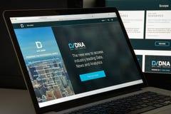 Milan Italien - Augusti 10, 2017: Dow Jones websitehomepage Det är Arkivfoto