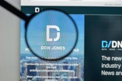 Milan Italien - Augusti 10, 2017: Dow Jones websitehomepage Det är Arkivbilder