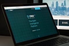 Milan Italien - Augusti 10, 2017: Dow Jones websitehomepage Det är Royaltyfri Fotografi