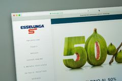 Milan Italien - Augusti 10, 2017: Esselunga websitehomepage Det I Arkivbilder