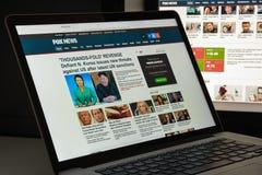 Milan Italien - Augusti 10, 2017: Foxnews websitehomepage Det är arkivfoton