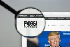Milan Italien - Augusti 10, 2017: Foxnews websitehomepage Det är Royaltyfri Foto