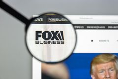 Milan Italien - Augusti 10, 2017: Foxnews websitehomepage Det är Arkivbilder