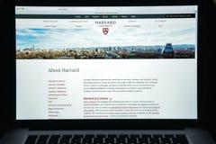 Milan Italien - Augusti 10, 2017: Harvard eduwebsitehomepage Mummel Royaltyfria Foton