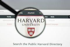 Milan Italien - Augusti 10, 2017: Harvard eduwebsitehomepage Mummel Royaltyfria Bilder