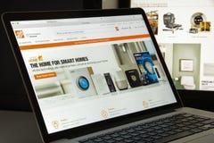 Milan Italien - Augusti 10, 2017: Home Depot com-websitehomepage Royaltyfri Bild