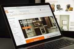 Milan Italien - Augusti 10, 2017: Home Depot com-websitehomepage Fotografering för Bildbyråer