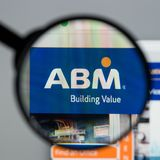 Milan Italien - Augusti 10, 2017: Homepage för ABM-branschwebsite Arkivfoto