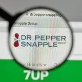 Milan Italien - Augusti 10, 2017: Logo för Dr Pepper Snapple Group på Arkivbilder