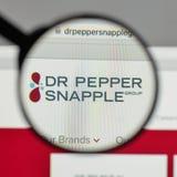 Milan Italien - Augusti 10, 2017: Logo för Dr Pepper Snapple Group på Royaltyfri Foto