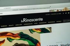 Milan Italien - Augusti 10, 2017: Rinascente websitehomepage Rin Arkivbilder