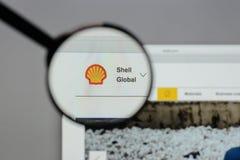 Milan Italien - Augusti 10, 2017: Shell BG grupperar logo på websien Arkivfoto
