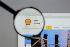 Milan Italien - Augusti 10, 2017: Shell BG grupperar logo på websien Arkivbild