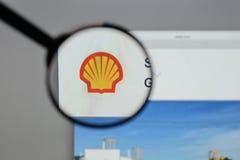 Milan Italien - Augusti 10, 2017: Shell BG grupperar logo på websien Royaltyfri Foto