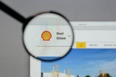 Milan Italien - Augusti 10, 2017: Shell BG grupperar logo på websien Royaltyfri Bild