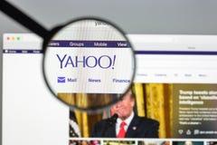 Milan Italien - Augusti 10, 2017: Yahoo websitehomepage Det är a Royaltyfri Foto
